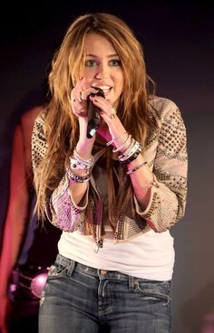 Old Miley Cyrus, Miley Cyrus Hair, Miley Cyrus Performance, Miley Stewart, Hannah Montana, Fashion Books, Hot Guys, Celebs, Singer