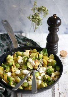 Rezept für eine Rosenkohl Kartoffel Pfanne mit Fetakäse & Apfel