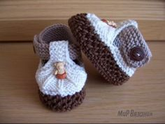 Huriye Kahraman shared a video Baby Boy Booties, Baby Boy Shoes, Crochet For Boys, Crochet Baby Booties, Crochet Slippers, Knitting For Kids, Knit Or Crochet, Knitting Projects, Baby Knitting