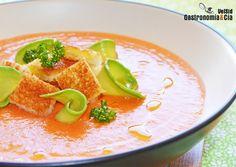 12 Recetas De Gazpacho Para Dar La Bienvenida Al Verano | Gastronomía & Cía European Cuisine, Spanish Cuisine, Mediterranean Recipes, Fruit Recipes, Superfoods, Bon Appetit, Thai Red Curry, Fresh, Healthy