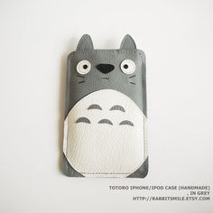 Totoro iPhone 4 case in Grey by www.etsy.com/shop/rabbitsmile $16 USD. Kawaii! Who doesn't like Totoro?