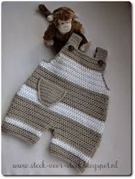 Orgu baby jumpsuit models - baby clothes The Effective Pictures We Offer You About baby dress patter Baby Dungarees, Baby Jumpsuit, Baby Dress, Romper Pants, Crochet Bebe, Crochet For Boys, Knit Crochet, Boy Crochet Patterns, Baby Patterns