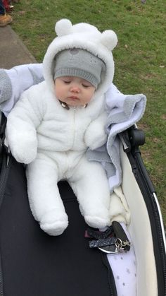 So Cute Baby, Cute Baby Videos, Cute Baby Pictures, Cute Baby Clothes, Cute Kids, Baby Boy Outfits, Kids Outfits, Cute Babies Photography, Baby Tumblr