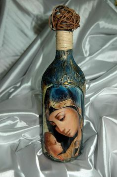 Discover thousands of images about 1 Recycled Glass Bottles, Glass Bottle Crafts, Wine Bottle Art, Painted Wine Bottles, Vintage Bottles, Bottles And Jars, Perfume Bottles, Bottle Bottle, Decoupage Glass