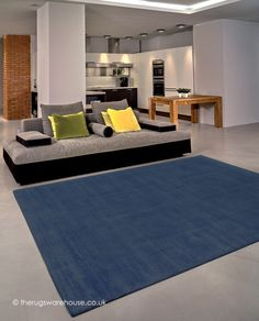 Trendy Shiny Charcoal Rug, a luxury hand-woven modern rug made from 100% vegetable silk (available in 3 sizes) http://www.therugswarehouse.co.uk/modern-rugs3/trendy-shiny-rugs/trendy-shiny-charcoal-rug.html #rugs