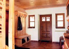 Chalupa na Horské Kvildě | Chatař & Chalupář Entryway, Farmhouse, Furniture, Kitchen, Home Decor, Home, Entrance, Cuisine, Kitchens