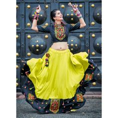 chaniya choli gujrati lehenga choli for navratri & gujrati choli _ gujrati choli blouse designs _ gujrati choli designs _ gujrati choli indian weddings _ gujrati lehenga Simple Lehenga Choli, Garba Chaniya Choli, Garba Dress, Navratri Dress, Choli Blouse Design, Choli Designs, Blouse Designs, Green Lehenga, Indian Lehenga