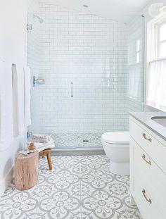 Modern Interior Designs - Salle de bain style boudoir White bathroom, clear with cement tile.- Modern Interior Designs - Salle de bain style boudoir White bathroom, clear with cement tile. Bathroom Floor Tiles, Bathroom Renos, Tiled Bathrooms, Budget Bathroom, Simple Bathroom, Kitchen Tiles, Shiplap Bathroom, Classic Bathroom, Eclectic Bathroom