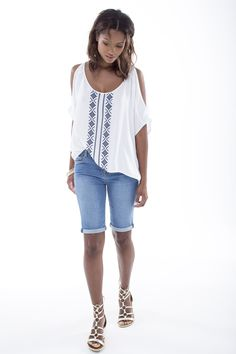 Key look: the cold shoulder boho blouse worn with bermuda shorts, a win win this Ss15 Trends, Gladiators, Ss 15, Spring Summer 2015, Art Direction, Fashion Online, Bermuda Shorts, Cold Shoulder, Fashion Accessories