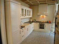 Vintage Kitchen, Magnolia, Kitchen Cabinets, Home Decor, Home Kitchens, Homes, Decoration Home, Room Decor, Magnolias