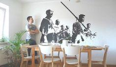Jak si na stěnu namalovat oblíbenou filmovou scénu pomocí tohoto triku