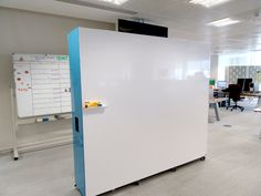 whiteboard for office wall mobile whiteboard collaboration wall mobile whiteboard office wall Office Screens, Office Dividers, Office Walls, Whiteboard Office, Design Thinking, Movable Walls, Co Working, Learning Spaces, Style