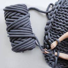 Wonderful Free of Charge cheap chunky Yarn Ideas Cotton Chunky Yarn DIY Arm Knitting Chunky Yarn Blanket Pets Washable 2019 Roving Yarn, Wool Yarn, Merino Wool, Thick Yarn Blanket, Sweater Blanket, Sofa Blanket, Chunky Blanket, Knitting Yarn Diy, Knitting Ideas