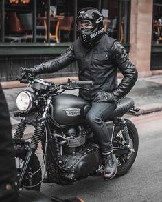 Most liked photo of 2018 . Back in Black Triumph Bonneville : Triumph Cafe Racer, Cafe Racer Bikes, New Motorcycles, Triumph Motorcycles, Vintage Motorcycles, Cafe Racers, Cool Motorcycle Helmets, Scrambler Motorcycle, Motorcycle Design