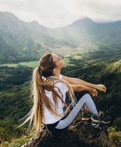 Fitness photography, travel pictures poses, travel photos, pics of girls, t Hiking Photography, Photography Poses Women, Portrait Photography, Nature Photography, Pinterest Photography, Fitness Photography, Adventure Photography, Photography Ideas, Photography Aesthetic