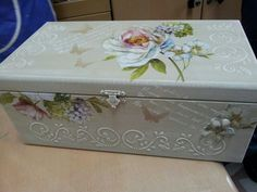 Kutu Diy And Crafts, Arts And Crafts, Decoupage Box, Pearl And Lace, Stenciling, Four Square, Jewelry Box, Decorative Boxes, Shabby Chic
