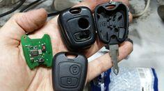 Cambio de carcasa y pulsador del mando de Peugeot.