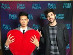 Happy Valentines from Malec! Malec Shadowhunters, Shadowhunters The Mortal Instruments, Matthew Daddario, Glee Cast, It Cast, Vampires, Clary And Simon, Malec Kiss, Shadowhunter Alec