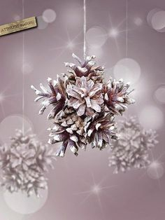 With pine cones you can do the most beautiful things. The 10 most beautiful deco ideas with pine cones! 4 is great! – DIY craft ideas - Home Page Noel Christmas, Homemade Christmas, Winter Christmas, Christmas Ornaments, Primitive Christmas, Christmas Decorations With Pinecones, Country Christmas, Magical Christmas, Christmas Centerpieces