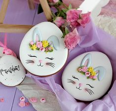 Celebrate Easter with the best Easter cookies. Here are the best Easter Sugar Cookies ideas. These Easter cookies decoration with royal icing are so cute. No Egg Cookies, Paint Cookies, Fancy Cookies, Iced Cookies, Easter Cookies, Holiday Cookies, Cupcake Cookies, Sugar Cookies, Cookie Vegan