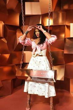 Robyn Rihanna Fenty - Rihanna at Fenty Beauty Launch in Madrid. Style Rihanna, Looks Rihanna, Rihanna Outfits, Rihanna Fashion, Women's Fashion, Fashion Outfits, Rihanna Fenty Beauty, Rihanna Riri, Rihanna Makeup