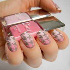 Dior - Tutu & Rosy Bow #nailart #clubedoesmalte
