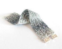 Blanco y gris con cuentas del manguito pulsera, perlas de tesoro Toho geométrica pulsera, pulsera del pun ¢ o moldeado, diseño corte