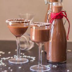 Σπιτικό λικέρ Νουτέλα: Ο χριστουγεννιάτικος σοκολατένιος πειρασμός στο ποτήρι που θα σας μείνει αξέχαστος - Enimerotiko.gr Nutella, Champagne, Sweets, Tableware, Desserts, Basel, Liqueurs, Tailgate Desserts, Dinnerware