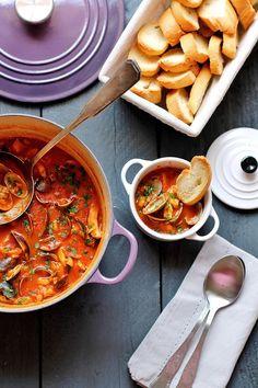 """Zuppa di pesce alla mia maniera - Ricetta tratta dal blog di @passionidianto :""""www.lepassionidiantonella.com"""" - Casseruola rotonda in ghisa smaltata colore ametista, mini cocotte in gres smaltato colore cotton #food #cucina #ricette #pesce #zuppa #fish #fishsoup"""