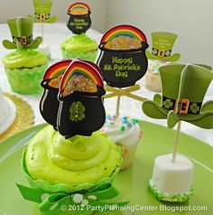 Free printable 3D St.Patrick's Day cupcake toppers template from http://partyplanningcenter.blogspot.com/2012/02/st-patricks-day-decorations.html