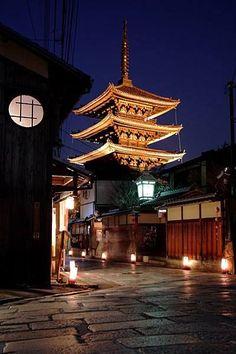 Kyoto, Japan - A tu lado Geisha Samurai, Places Around The World, Around The Worlds, Beautiful World, Beautiful Places, Where The Sun Rises, Asian Architecture, Art Asiatique, Japan Image