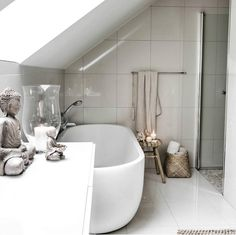 Contemporary Bathrooms, Modern Bathroom, Luxury Life, Luxury Homes, Bathroom Design Inspiration, Interior Decorating, Interior Design, Luxury Decor, White Decor