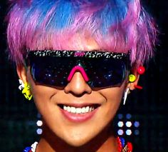 """G-Dragon (지드래곤) performing """"Crayon"""" at Inkigayo - 09-16-12. He has the most gorgeous smile!!!"""