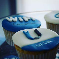 """""""La gente viene a nuestros cursos por los #cupcakes #ubiquiti 😂  Todo un clásico! #coffebreak #WiFiCanarias #Training #food #muffin #UEWA #WiFi """""""