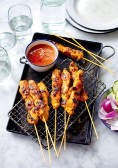 Chicken Satay Spieße (Sate Ayam) – The Happy Foodie Tapas Recipes, Healthy Recipes, Barbecue Recipes, Barbecue Sauce, Grilling Recipes, Sate Ayam, Sate Taichan, Chicken Satay Skewers, Clean Eating Snacks