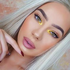 24 Fall Makeup Trends Shockingly Wearable Makeup Looks For Fall - - These Fall Makeup Trend Looks are shockingly wearable and include products from top name brands! From high-end to drugstore, you can create these Fall. Makeup Trends, Makeup Inspo, Makeup Ideas, Pin Up Makeup, Fall Makeup Looks, Pretty Makeup, Fancy Makeup, Kajal, Make Up Inspiration