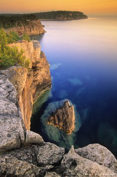 Halfway Rock in Bruce Peninsula National Park, Georgian Bay, Ontario, Canada Quebec, British Columbia, Places To Travel, Places To See, Tobermory Ontario, Places Around The World, Around The Worlds, Voyage Canada, Manitoulin Island