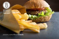 #bourClassic #bourmet #pesaro #hamburger #burger #bistrot #burgerbistrot #foodporn #slowfood #km0 #stillife• Insalata romana • Polpa di vitellone dell'Alta Val Metauro 80% • Suino nostrano tipico dell'Alta Val Metauro 20% • Pomodoro