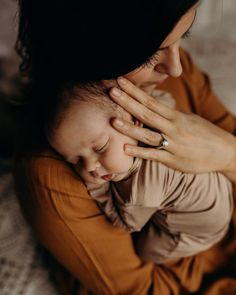 """""""You're my reminder that the universe can create beautiful things. Newborn Family Pictures, Family Photos With Baby, Newborn Baby Photos, Cute Baby Pictures, Baby Girl Newborn, Mother Baby Photography, Lifestyle Newborn Photography, Family Photography, Photo Bb"""