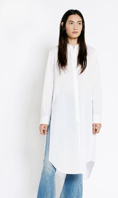 Our latest favorite style to throw on over jeans, the Pascal Tunic is a long tunic in crisp cotton featuring high slits up the sides.