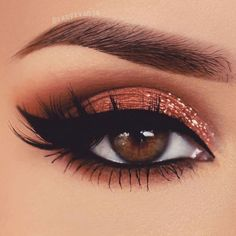 glitter eye makeup Lovely eye makeup with orange glitter - Golden Eye Makeup, Soft Eye Makeup, Orange Eye Makeup, Bridal Eye Makeup, Orange Eyeshadow, Eye Makeup Steps, Eye Makeup Art, Colorful Eye Makeup, Makeup For Green Eyes