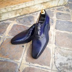 addle Oxford shoe bi-material Lizard and Calf patinated leather. Saddle Oxford Shoes, Saddle Oxfords, Men's Shoes, Dress Shoes, Shoes Men, Monk Strap Shoes, Calves, Lace Up, Mens Fashion