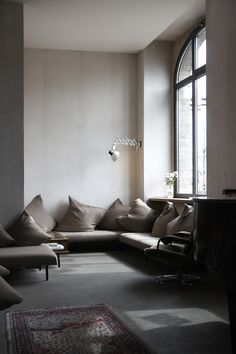 10 Miraculous Ideas: Home Decor Minimalist Living Room western home decor wall.Southern Home Decor Square Feet luxury vintage home decor.Home Decor Styles Classic. Interior Exterior, Interior Architecture, Raskog Ikea, Home Living Room, Living Spaces, Decoration Ikea, Decor Diy, Decor Ideas, Hotel Lounge