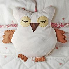 Meet Owlivia, an adorable, microwavable owl softie. A huggably soft alternative to hot water bottles!