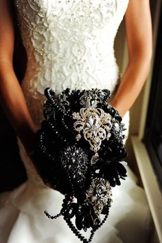 Hometown NBA Star marries in Louisville in a lavish wedding. A unique and opulent bouquet of black flowers black flowers and gold broaches. The post Slam Dunk Wedding Perfection! appeared first on Ideas Flowers. Skull Wedding, Star Wedding, Gothic Wedding, Dream Wedding, Wedding Ideas, Gold Wedding, Wedding Decor, Wedding Brooch Bouquets, Bride Bouquets