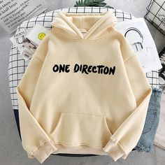One Direction Hoodies, One Direction Outfits, Harry Styles Clothes, Harry Styles Merch, Balmain Paris, Vampire Diaries, Plus Size Hoodies, Aesthetic Women, Cool Hoodies