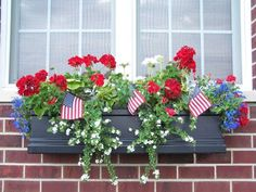 7 Beautiful Summer Window Boxes With Beautiful Flowers Metal Window Boxes, Window Box Plants, Window Box Flowers, Window Planters, Fall Planters, Flower Planters, Planter Boxes, Fall Window Boxes, Garden Planters