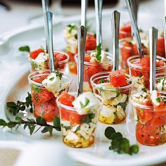 Watermelon and Feta Summer Appetizer served in individual cups makes a perfect appetizer for your next party. It's healthy and super refreshing! Individual Appetizers, Light Appetizers, Mini Appetizers, Appetizer Recipes, Healthy Appetizers, Tapas, Charcuterie Recipes, Festa Toy Story, Watermelon And Feta