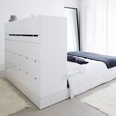 09. compact-bed Small Rooms, Small Apartments, Small Spaces, Scandinavian Interior Design, Diy Interior, Diy Apartment Decor, Apartment Living, Loft Bed Desk, Studio Apartment Layout