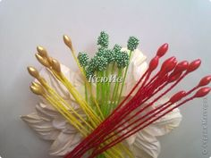 Scrap-ideas (stamens for flowers). Discussion on LiveInternet - Russian Online Diaries Service Faux Flowers, Beaded Flowers, Diy Flowers, Fabric Flowers, Flower Stamen, Diy And Crafts, Paper Crafts, Gum Paste Flowers, Tissue Paper Flowers